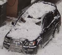 опасность схода с крыши «снежной лавины»